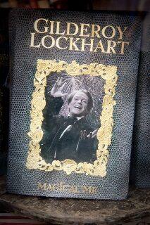 Gilderoy Lockhart a saját könyvének borítóján