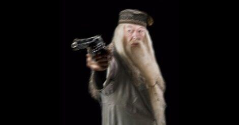 Dumbledore fegyverrel a kezében