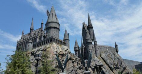 A Roxfort boszorkány-, és varázslóképző szakiskola kastélya