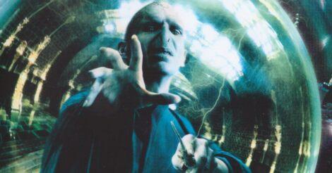 Lord Voldemort varázslás közben